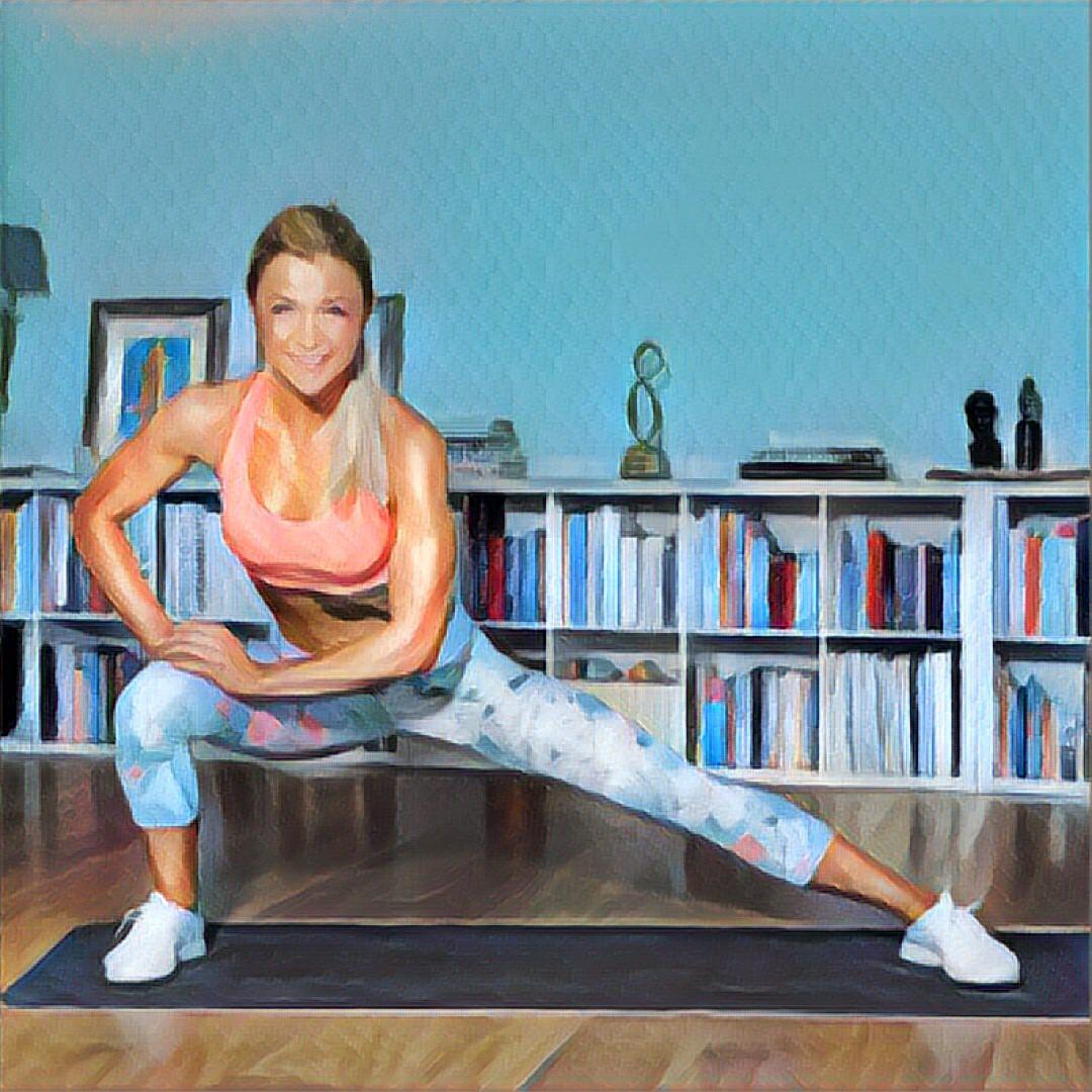 best service 630c3 e22b6 ➥ Stylische Sport Outfits von Youtube Promis #1 - Sophia Thiel